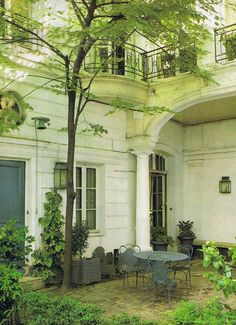 Leafy 18th century courtyard in the 7th arrondissement Paris