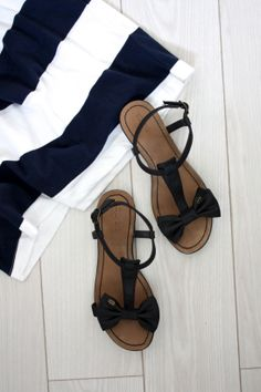 homevialaura | summer style | stripes | bow sandals | white floor