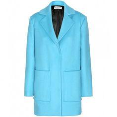 Azzurro caldo  Questo modello è perfetto per fisici tonici e donne alte.  Warm light blue This coat is perfect for tall and well toned ladies.