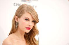 Taylor Swift is stunning. Love the hair and fuchsia lip