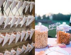 En otroligt enkel detalj som definitivt blir populär bland gästerna. Välj ett hårt papper, gärna med spets eller annan detalj längs ena sidan. Rulla pappret inåt mot ena kanten och fäst med en bit tejp. Med popcorn gjorda i kastrullsparar ni tid och kan göra stora mängder samtidigt.