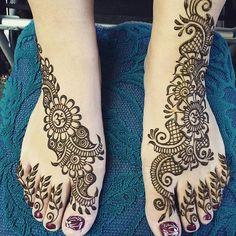 Pretty feet for one of my favorite regulars, Stefanie! She likes asymmetrical…