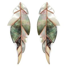 Niin 'Ajei' mixed shell feather stud earrings ($255) ❤ liked on Polyvore featuring jewelry, earrings, earring jewelry, sea shell jewelry, niin, lip earrings and lip earrings jewelry
