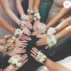 Cool Group Prom Picture Posing Ideas to Try with Your Girlfriends