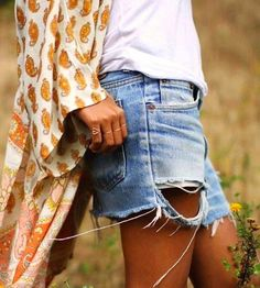 Boho chic long gyps design shirt with modern hippie style ripped cut off jean shorts. Hotpants Jeans, Denim Cutoffs, Ripped Denim, Ripped Shorts, Jean Shorts, Distressed Denim, Waisted Denim, Short Shorts, Fashion Clothes