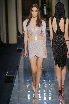Paris Moda Haftası Versace Couture 2014 Yaz Koleksiyonu http://modakahini.blogspot.com.tr/2014/01/paris-moda-haftas-versace-couture-2014.html