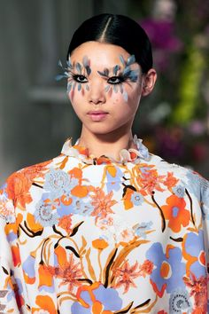 Valentino Spring 2019 Couture Fashion Show - Vogue Couture Mode, Couture Fashion, Fashion Show, High Fashion, Couture Makeup, Face Fashion, Crazy Fashion, Floral Fashion, Runway Fashion