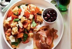 Chlebový salát Panzanella - https://www.recepty.cz/recept/chlebovy-salat-panzanella-145481