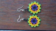 Flores Huichol pendientes por CualtzinCihuatl en Etsy