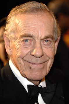 Morley Safer (November 1931 - ) Canadian reporter and correspondent for CBS News. He is best known for his long tenure on the newsmagazine 60 Minutes, which began in December Canadian People, I Am Canadian, Canadian History, Canadian Artists, Canada Eh, People Of Interest, We Are The World, Cbs News, Historical Pictures