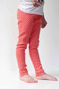 Střih a návod jak ušít dětské legíny Baby Kind, Leg Warmers, Pants, Sewing Ideas, Tutorials, Fashion, Children, Trouser Pants, Fashion Styles