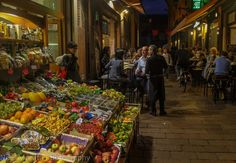 Bologna highlights: Night time in outdoor markets and street food of Bologna, Quadrilatero area