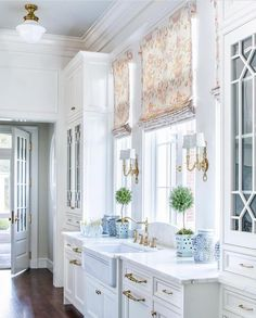 50 Favorites for Friday, South Shore Decorating. The week's best rooms. Traditional, transitional, modern and classically elegant room designs. Living rooms, dining rooms, bedroom, kitchens, walk in closets. #diningroomideastransitional #diningroomdecoratingtransitional #livingroomdecorationsmodern #livingroomdesignstraditional #diningroomdecoratingtraditional #traditionaldecor #diningroomdecoratingmodern