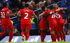 Premier League, prima sconfitta per Conte. Guardiola può già andare in fuga Il Liverpool di Klopp vince a Stamford Bridge contro il Chelsea e dà il primo dispiacere stagionale ad Antonio Conte. Finisce 2-1 per i Reds che adesso non solo raggiungono al secondo posto lo stesso #liverpool #chelsea #conte #guardiola #calcio