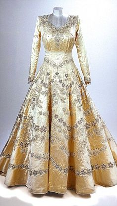 The Queen's wedding dress! Somehow, even though I've researched so many famous wedding dresses, I'd never seen this one.