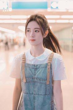 "Agak Vulgar ceritanya""ψ(`∇')ψ fiksi in fiksiremaja Korean Beauty Girls, Pretty Korean Girls, Cute Korean Girl, Cute Asian Girls, Beauty Full Girl, Korean Girl Photo, Korean Girl Fashion, Cute Girl Photo, Beautiful Chinese Girl"