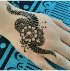 Easy Henna Tattoos Design Images - Easy Simple and Cute Henna Design Images Gallery for Girl. best henna design collection for girl with Cute Design Henna Hand Designs, New Mehndi Designs 2018, Mehndi Designs Finger, Mehndi Designs For Kids, Mehndi Designs For Fingers, Mehndi Design Pictures, Simple Mehndi Designs, Henna Tattoo Designs, Mehndi Images