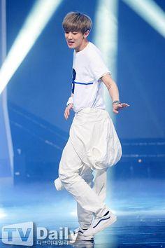 Chanyeol wearing all white