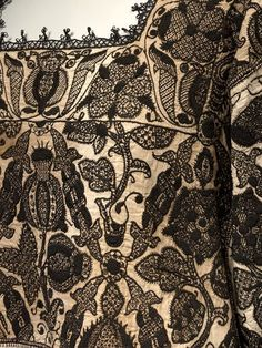 Smock; English, 1575-1585. In Queen Elizabeth I's New Year's Gifts of 1588-9, this entry is listed: 'one smock of fyne Holland cloth, fair wrought with black silk'. The embroidery on this pictured smock (V&A Museum) includes an eglantine rose and a Tudor rose; the Queen was given many similar blackwork garments