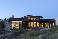 Photo 3 of 21 in A High Desert Home Slides Open Like a Swiss Army… is part of exterior Siding Contemporary - Stained a warm charcoal gray, the cedar siding clads the exterior, while fullheight glazing embraces views of the outdoors Modern House Plans, Modern House Design, Swiss House, Modern Mountain Home, Modern Contemporary Homes, Modern Homes, Desert Homes, Metal Homes, Story House