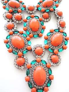 KJL KENNETH J. LANE Coral & Emerald Cabochons Diamante Bib Necklace & Pendant Clip Earrings Set