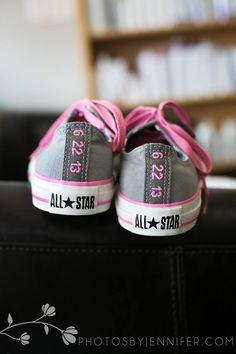 Wedding date on the back of the bride's Converse sneakers - Too cute!