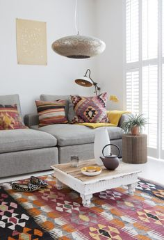 Colorful living room with a bohemian touch | Styling & Photography by Jeltje Janmaat | Text Els Meyer | vtwonen May 2015