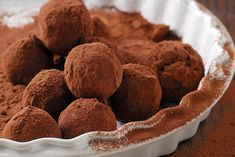 Chocolate truffles are a classical French confectionery recipe that can be easily recreated without using any sugar. They make a wonderfully rich and decadent treat.Truffles are made from chocolate… Keto Chocolate Mousse, Dark Chocolate Truffles, Vegan Dark Chocolate, Sugar Free Chocolate, Low Carb Deserts, Low Carb Sweets, Healthy Deserts, Healthy Treats, Low Carb Diet
