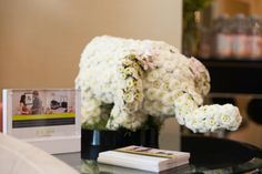 tmg-oscar-luxury-lounge by Rockabye Mommy. This #floral elephant sculpture is UH-mazing! Thanks to the uber talented Hydrangea Bleu!
