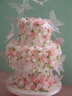 Weddbook is a content discovery engine mostly specialized on wedding concept. You can collect images, videos or articles you discovered  organize them, add your own ideas to your collections and share with other people - Flowers & Butterflies Wedding Cake butterfly #butterfly