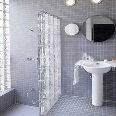 mettons des briques de verre dans la salle de bains | dalle de ... - Mur En Brique De Verre Salle De Bain