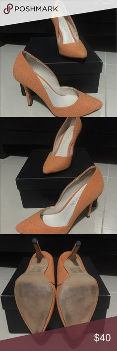 Gorgeous Aldo pumps Gorgeous orange Aldo pumps with faux suede croc print. These are a re-Posh. I usually wear a 6.5 or 7. These are a size 7, and they were too big on me 😭. They have probably only been worn once. The interior of these shoes are pristine.  No scuffs or flaws. Box not included. Aldo Shoes Heels