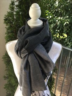 Rohseide dunkelgrau, hellgrau sFr. 54.-- Tibet, Fashion, Headscarves, Silk, Moda, Fasion