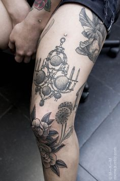 flowers & chandelier #thigh #leg #tattoos