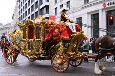 The Lord Mayor's State Coach, London   ===> https://de.pinterest.com/james4490/wagons-cartscoaches-carriages/