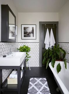 And if the available space does not allow you to use many plants in the bathroom, or you just prefer simplicity, placing one or two textured pots with tiny varieties on the sink or edge of the tub will go a long way. #plants #bathroom