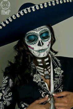 Inspire Bohemia: Sugar Skull: My Day of the Dead (Día de Muertos) Halloween Costume Inspiration! Sugar Skull Painting, Sugar Skull Art, Sugar Skulls, Body Painting, Halloween Kostüm, Halloween Costumes, Vintage Halloween, Skeleton Costumes, Skeleton Makeup