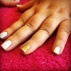 White & gold glitter nails.  #nail #nailart #art #shellac #glitter