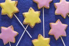 Le Bacchette magiche sono suggestivi biscotti di pasta frolla, a forma di stella e posti su una bacchetta. La magia è assicurata, provare per credere!