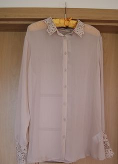 Kup mój przedmiot na #vintedpl http://www.vinted.pl/damska-odziez/bluzki-z-dlugimi-rekawami/13848620-bluzka-bezowa-z-haftami-guziczki-r-xl-42