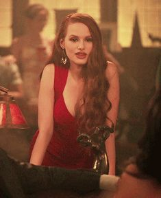 Rhosyn Swan (Neé Thorn) the adopted sister of Bella swan, the only human to know of her Vampirism. What happens when her Bestfriend Nicklaus invites her to a. Cheryl Blossom Riverdale, Riverdale Cheryl, Riverdale Cast, Cheryl Blossom Aesthetic, Roux Auburn, Calin Couple, Le Rosey, Betty & Veronica, Riverdale Fashion