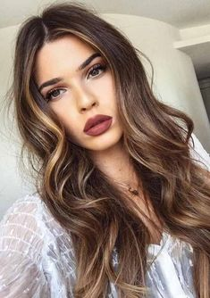 Looking for  Wavy Hairstyles? Take a look here. We have piled down the best from the internet for you. You should not miss out these hairdos in order to get a chance to wear something special. Balayage Highlights, Balayage Hair, Ombre Hair, Brown Balayage, Red Ombre, Auburn Balayage, Ombre Brown, Bayalage, Color Highlights