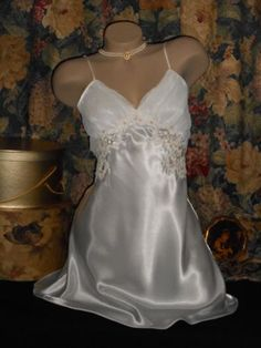 USA-L-Bridal-White-Satin-Nightgown-Chiffon-Brocade-Lace-Sequin-Victoria-039-s-Secret