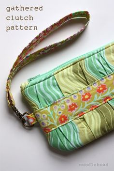 Noodlehead: gathered clutch - the pattern! Coin Purse Tutorial, Zipper Pouch Tutorial, Tote Tutorial, Clutch Pattern, Wallet Pattern, Fabric Purses, Fabric Bags, Fabric Basket, Bag Patterns To Sew
