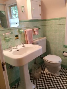 See Jane design: A vintage style green and pink tile bathroom for her 1939 brick Colonial house - Retro Renovation - Check out the other details in this one of a kind vintage styled bathroom! Pink Bathroom Tiles, Art Deco Bathroom, Pink Tiles, Vintage Bathrooms, Bathroom Colors, Bathroom Ideas, Small Bathroom, 1930s Bathroom, Warm Bathroom