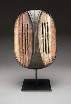 <em>Executioner's Mask</em> Mbole Group, Democratic Republic of Congo, Salonga River, Central. On extended loan from Mr. Owen D. Mort, Jr., L2011.009.076