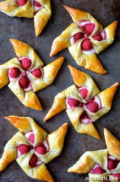 Raspberry Cream Cheese Pinwheel Pastries♥♥So Tempting♥♥ #Food #Drink #Trusper #Tip