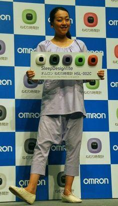 パジャマ姿で「ねむり時間計」新製品をアピールした浅田真央選手 (268×470) 「浅田真央、小塚崇彦の熱愛祝福「報告を受けました」」 http://www.oricon.co.jp/news/entertainment/2025661/full/