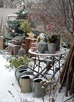 Garden Decor 27 Most Beautiful Winter Garden Ideas That You Will Miss Now Christmas Garden, Decoration Christmas, Winter Garden, Garden Care, Garden Beds, Garden Design, House Design, Diy Crafts To Do, Interior Garden