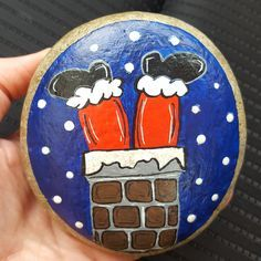 Making craft rocks with some diy easy rock painting ideas can be a really f Rock Painting Patterns, Rock Painting Ideas Easy, Rock Painting Designs, Painting Tips, Pebble Painting, Pebble Art, Stone Painting, Christmas Rock, Kids Christmas